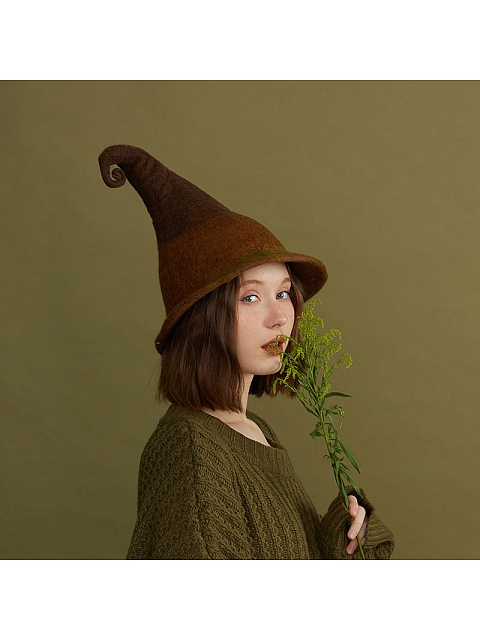 Brown Magician Woollen Hat by SOSO