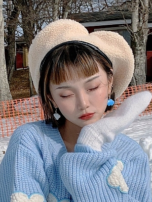 White / Gray Vintage Cute Heart-shaped Lamb Wool Beret by Sagi Dolls