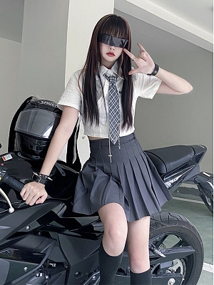 White Turndown Collar Short Sleeves Cropped Shirt with Tie by Sub Era
