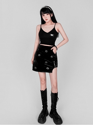 Black V-neck Heart-shaped Embroidered Cami Top by YUBABY